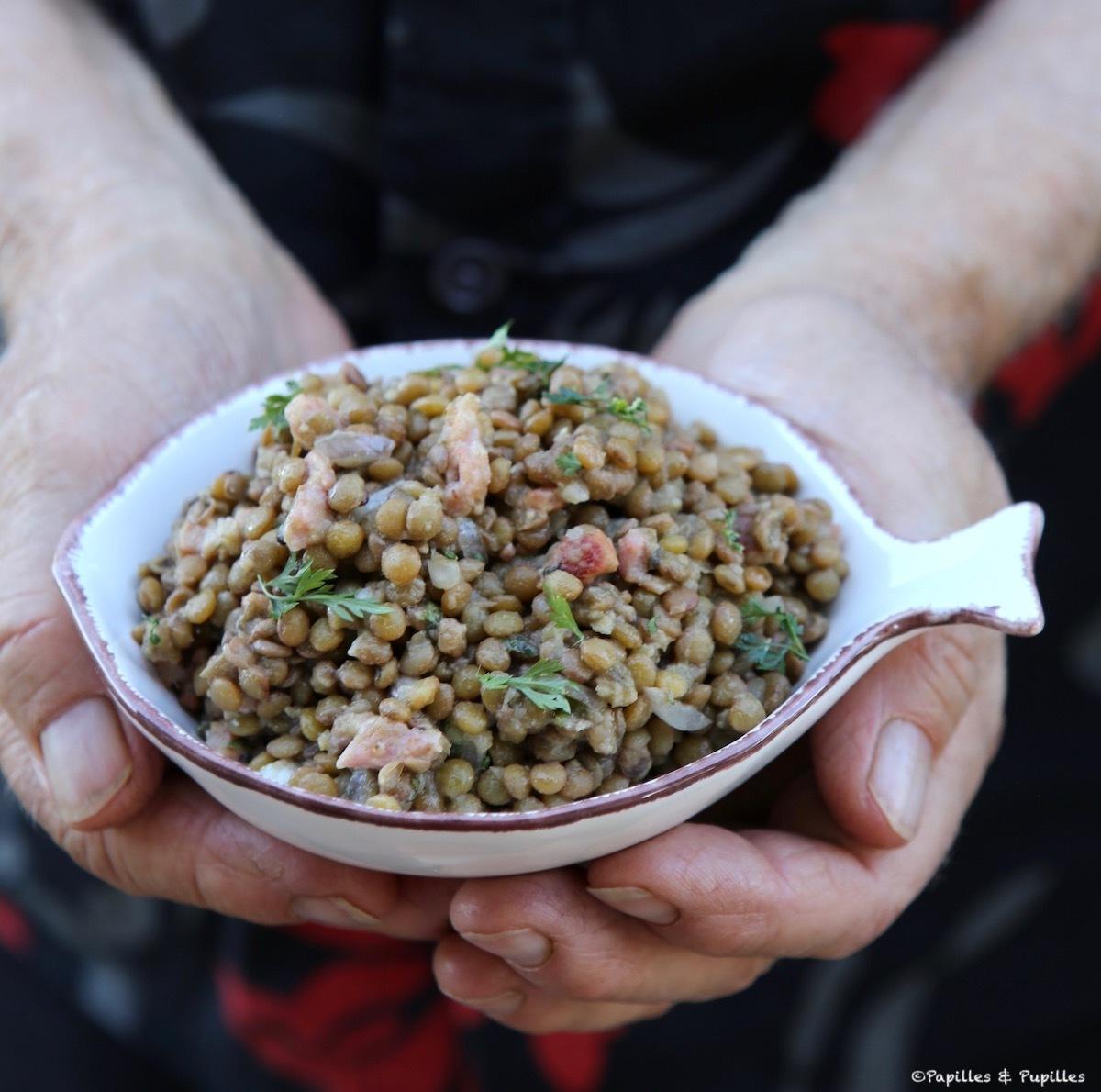 Salade de lentilles blondes de Saint Flour, petits lardons, échalote et persil