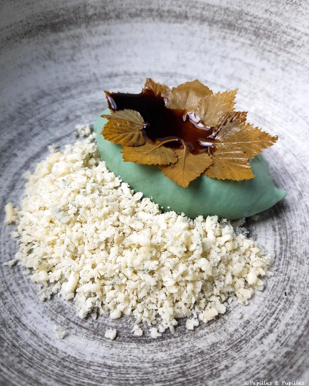 Krafkar (fromage bleu norvégien), glace aux graines de tournesol oxydées et sève de bouleau