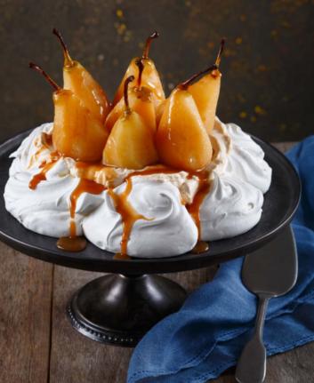 Pavlolva aux poires et caramel à la fleur de sel