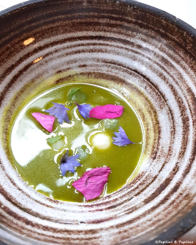 Restaurant Einer - Livèche, chou rave grillé et rhubarbe