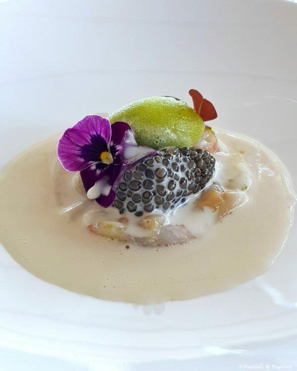 Caviar osciètre de la maison Sturia, coquillage & céleri, crème marinière