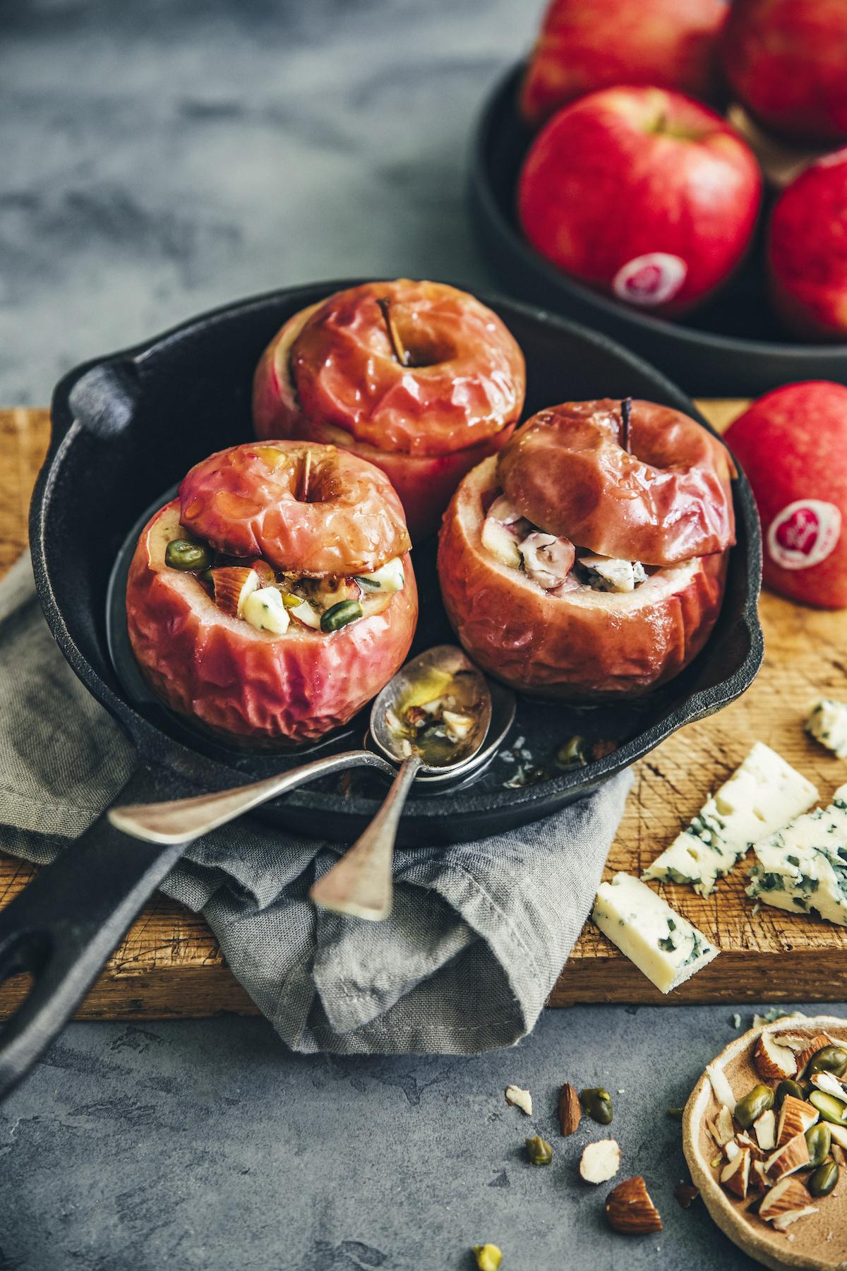 Pommes Pink Lady farcies aux fruits secs et fromage