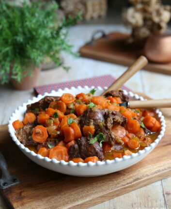 Joues de porc au miel, carottes et jus d'orange