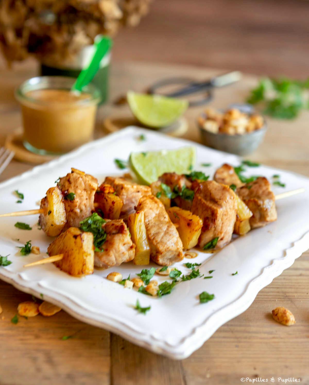 Brochettes de veau, ananas et cacahuètes