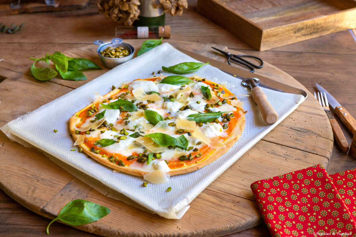 Pizza carottes mozza burrata pistaches