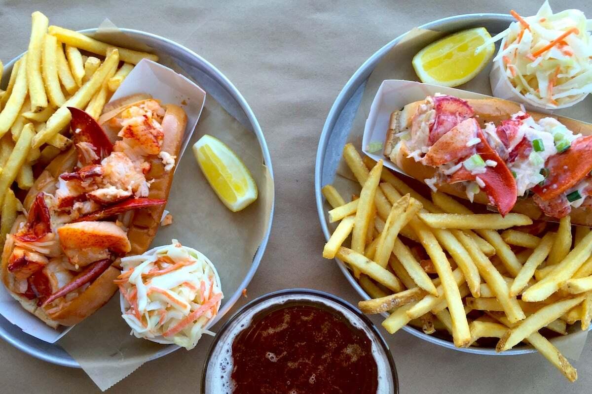 Lobster Roll, coleslaw et frites