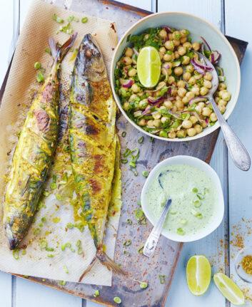 Maquereaux massala, sauce yaourt et salade de pois chiche