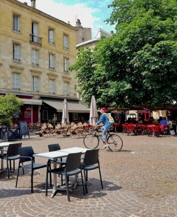 Bordeaux - Place Saint Pierre