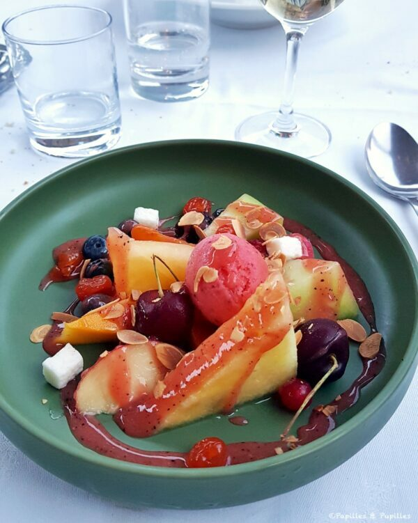 Assiette de fruits rafraichis, coulis de fruits rouges