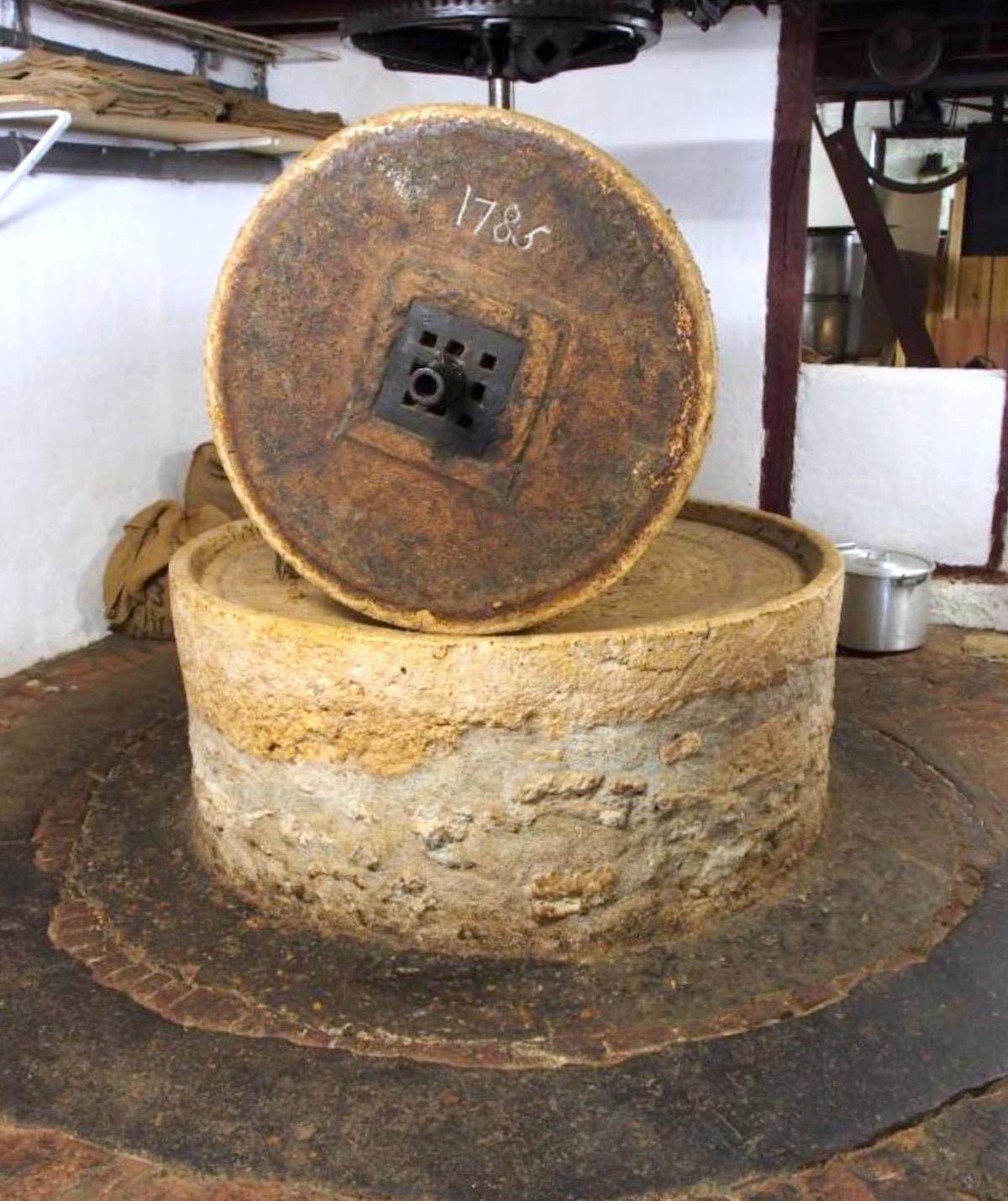 Meule de pierre - Huilerie d'Amboise