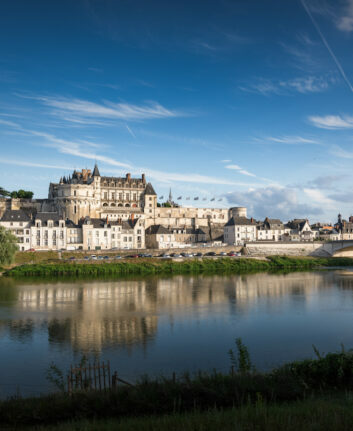 Vue sur le Château Royal d'Amboise depuis l'île d'or - ©ADT Touraine - JC Coutand