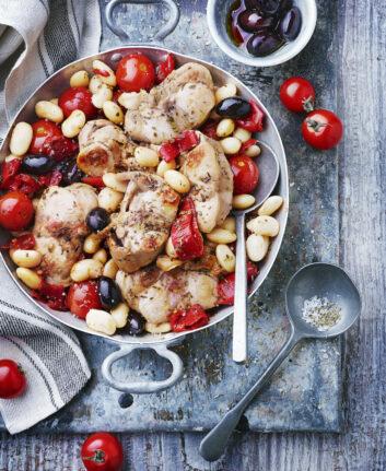 Lapin aux haricots blancs, tomates cerises et piquillos