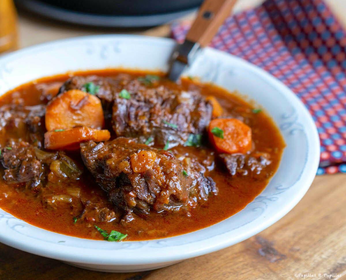 Joue de boeuf aux quatre-épices, rhum et sauce barbecue