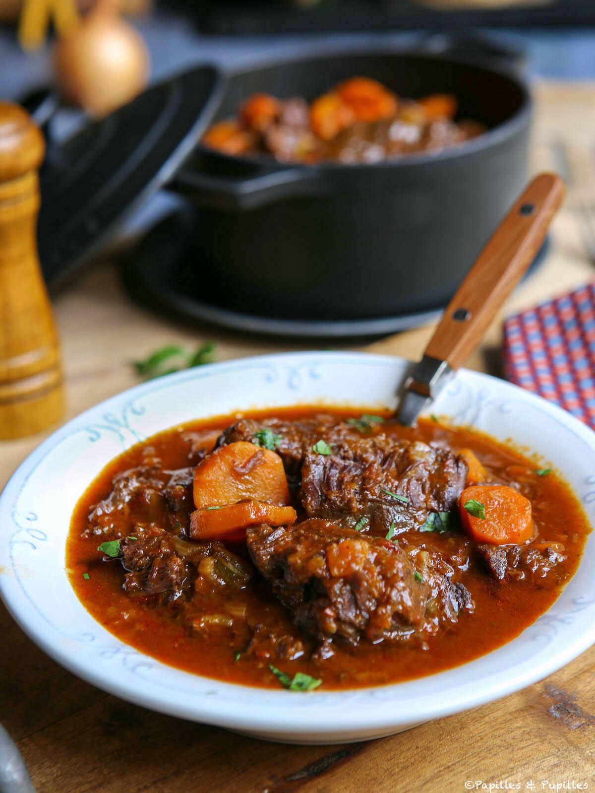 Joues de boeuf aux quatre épices, rhum et sauce barbecue