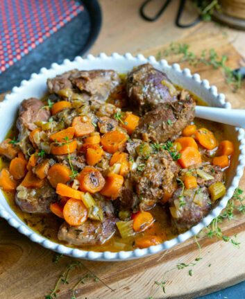 Joues de porc aux carottes, au cidre et au thym