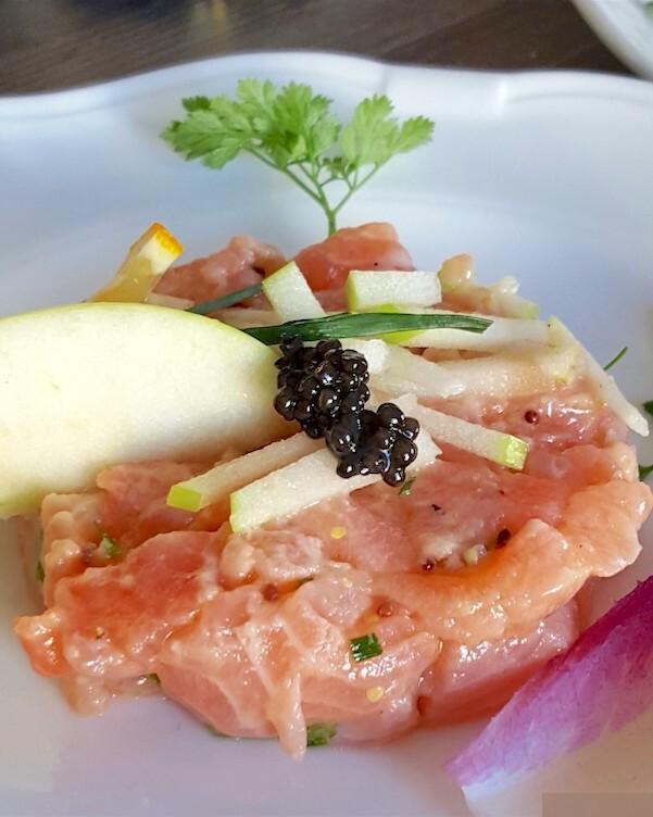 Caviar et tartare de saumon