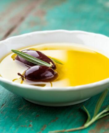 Huile et olives de Kalamata ©Barbara Dudzinska Shutterstock