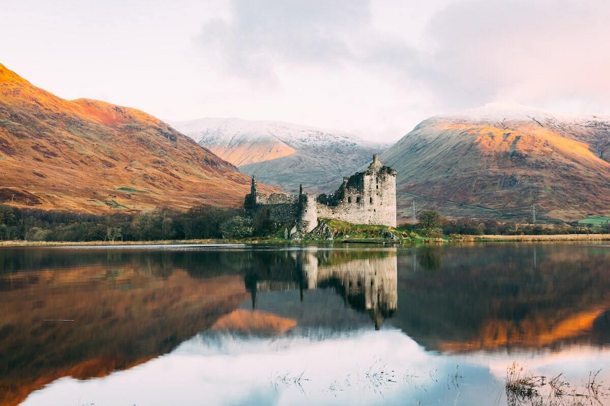 Kilchurn Castle, Lochawe, Dalmally, Scotland ©connor-mollison unsplash