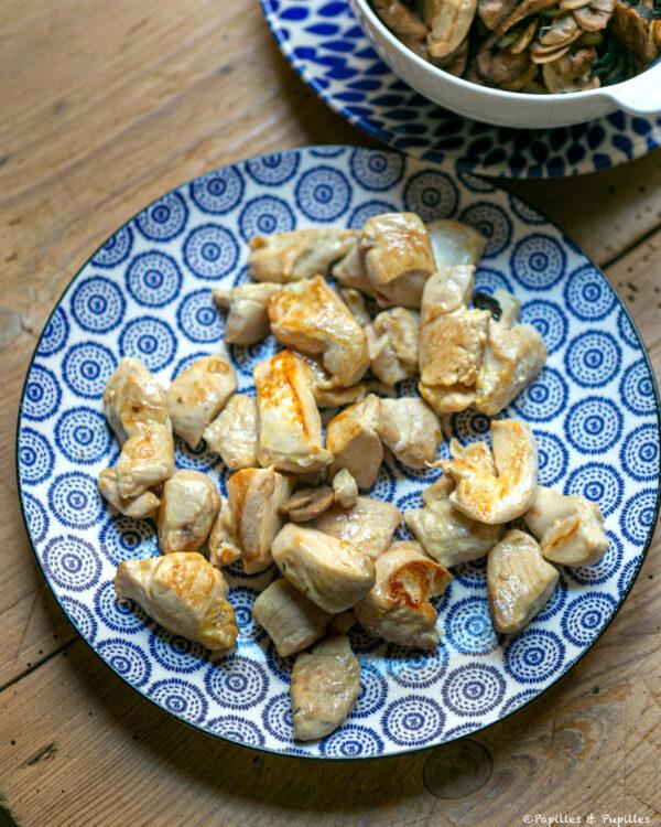 Dés de poulet cuits
