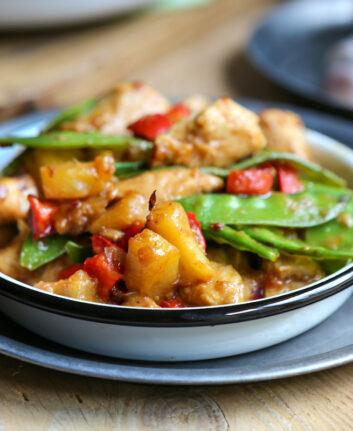 Poulet sauté à l'asiatique, ananas et piment