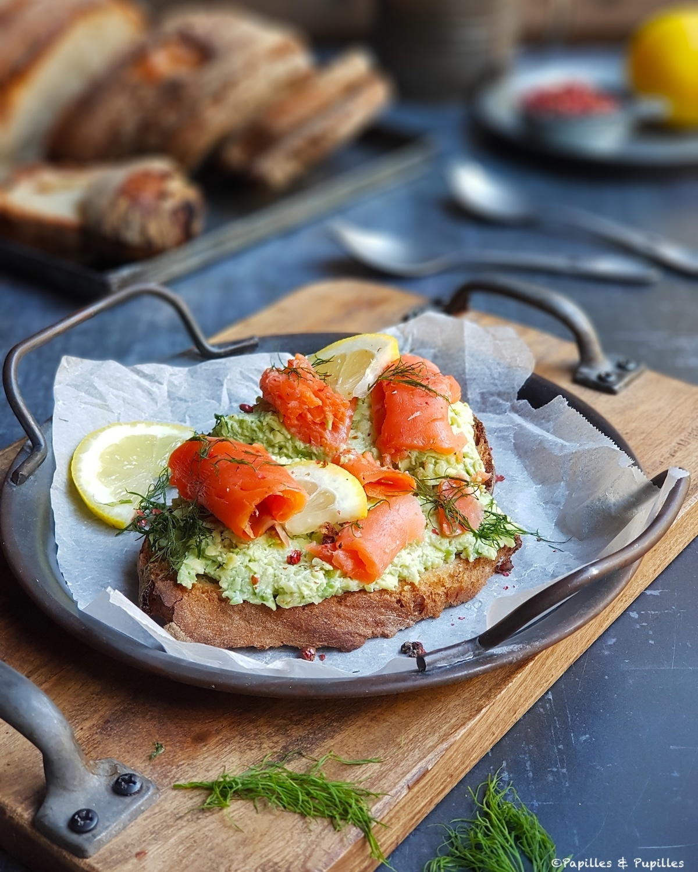 Avocado toast au saumon fumé