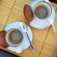 Cafés et formidables madeleines
