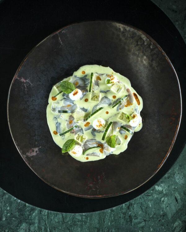 Carpaccio de poisson, concombre mentholé & fromage blanc de brebis