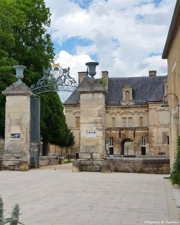 Entrée du château de Tanlay