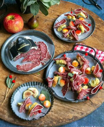 Brochettes de saucisson, pommes, figues