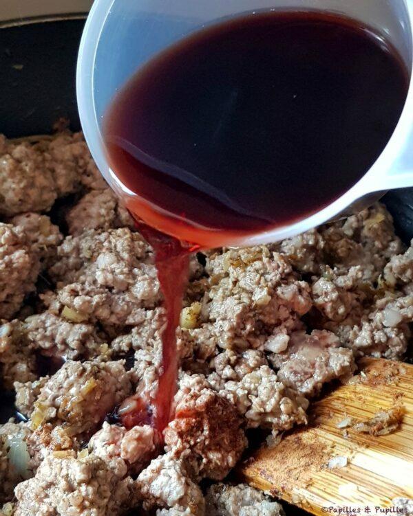 On ajoute le vin rouge