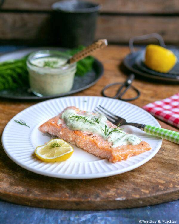 Pavé de saumon au four, sauce yaourt, moutarde, aneth