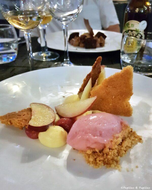 Pêche fraiche, crème légère au thym citron, sablé breton