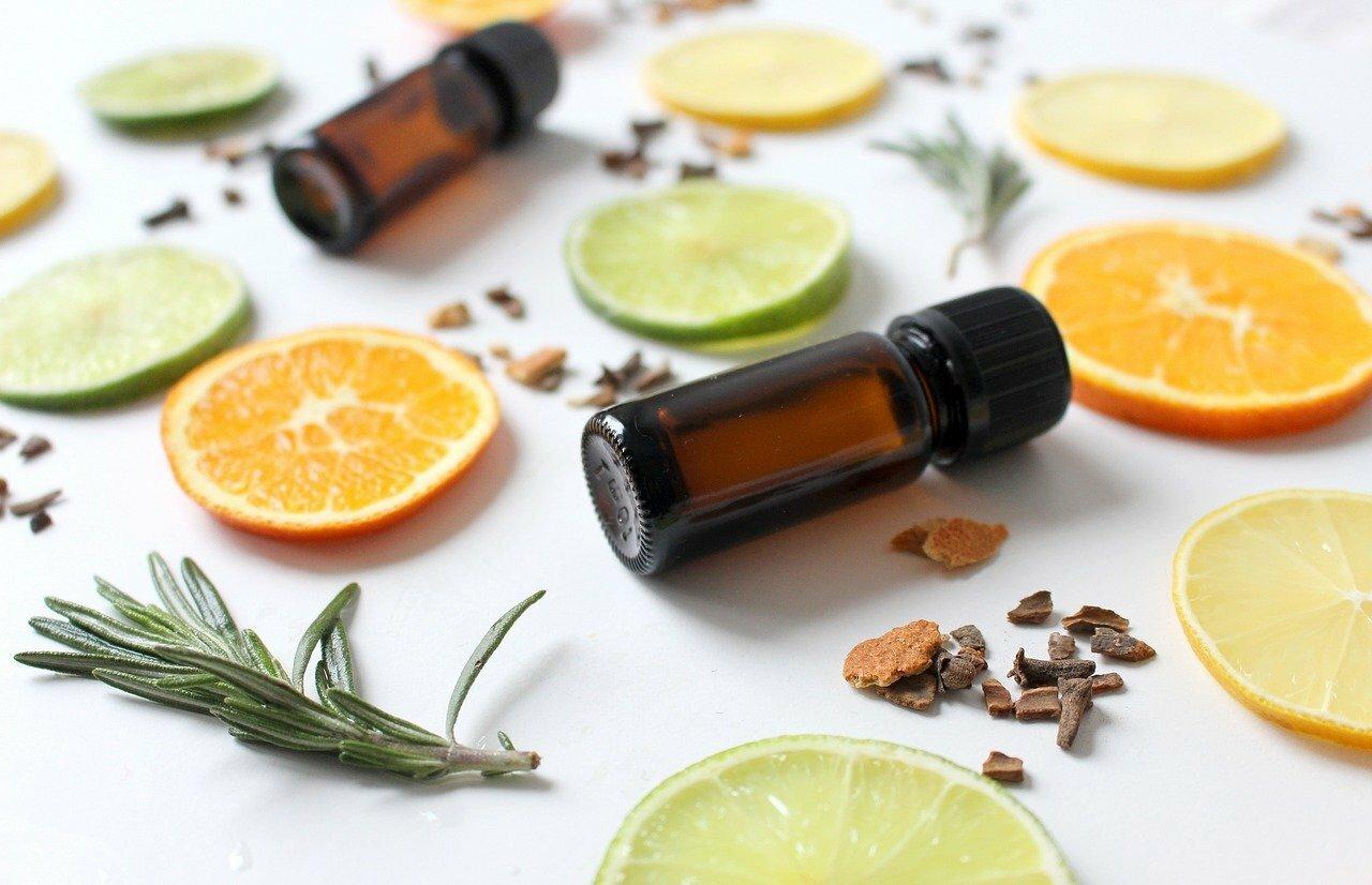 Huiles essentielles d'orange et de citron ©Monfocus de Pixabay