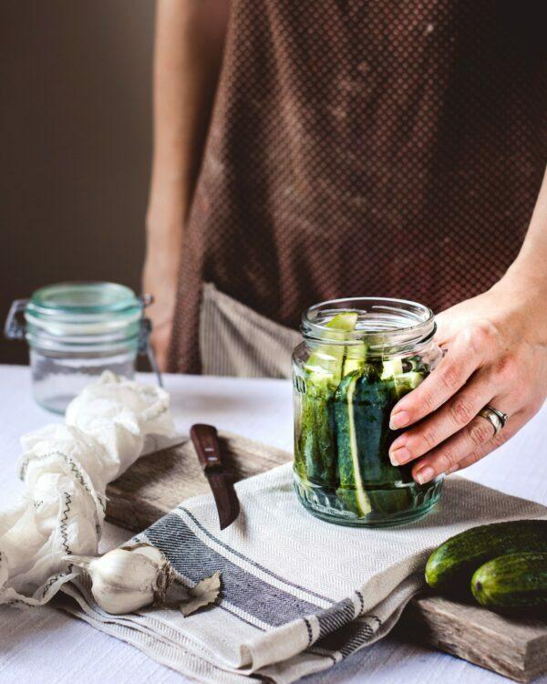 Pickles maison étape © Reka Biro-Horvath on Unsplash