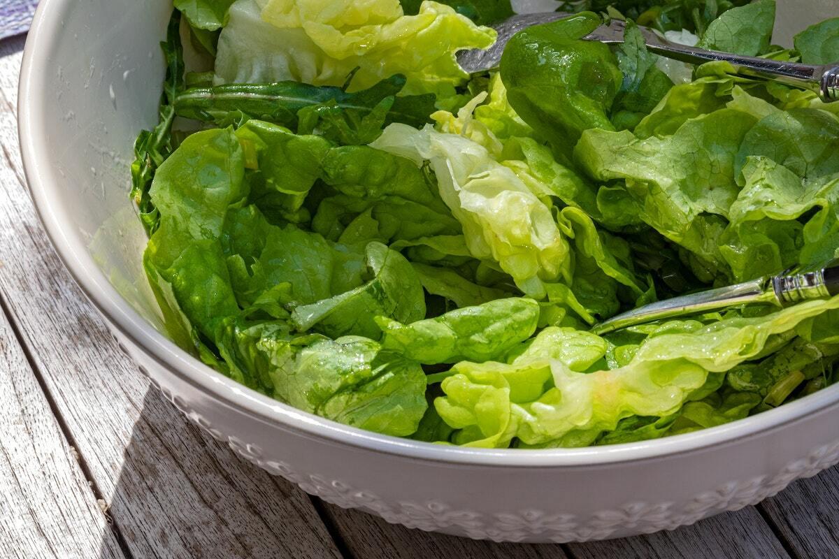 Salade verte à l'huile de noix