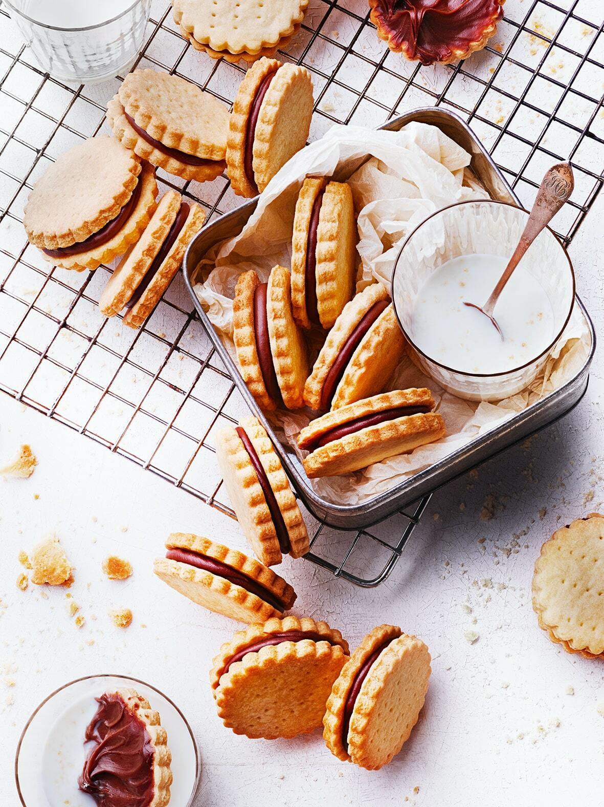 Sablés fourrés au chocolat façon BN -min © Julie Mechali / Annelyse Chardon / Cniel
