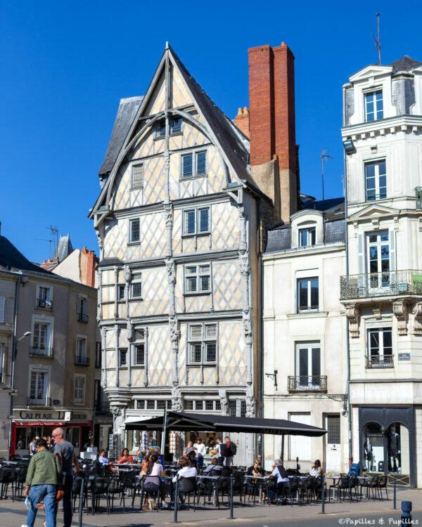 La maison d'Adam, Angers