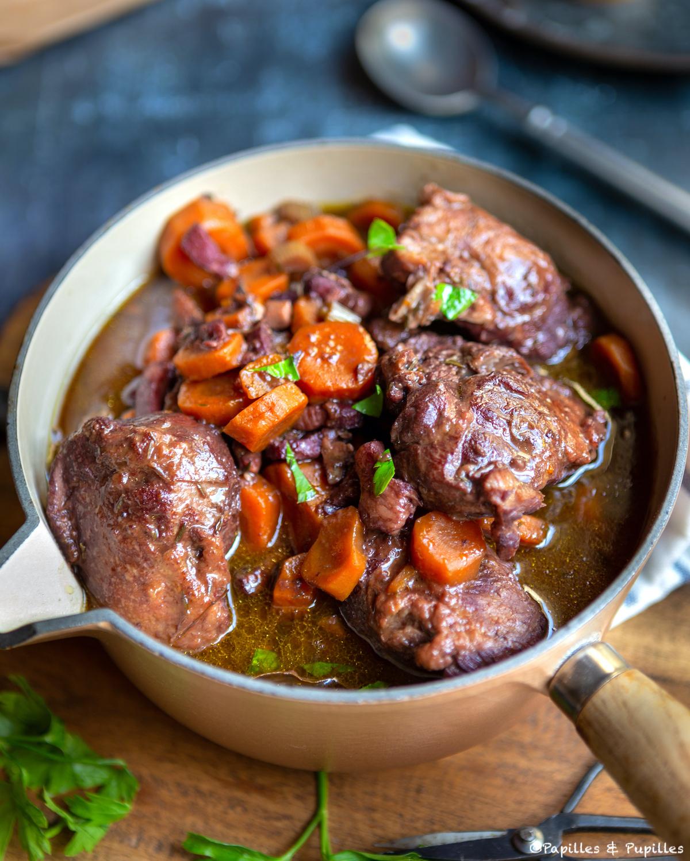 Joues de porc au vin rouge, un délicieux plat mijoté