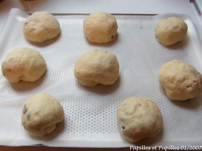Petits pains gourmands aux fraises séchées, pistaches et pépites de chocolat blanc