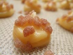 Chouquettes - Pâte à choux crue saupoudrée de sucre à la noisette