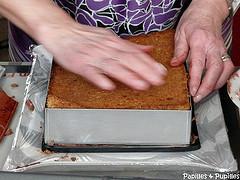 Biscuit croustillant déposé sur la mousse
