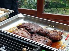 Boeuf en carré entier cuit au feu de bois marinade yakitori