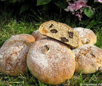 Petits pains de seigle aux deux raisins