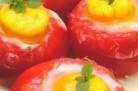 Oeufs cocotte en nids de tomate