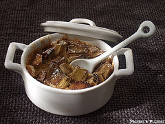 Mini cocotte en porcelaine - Clafoutis à la rhubarbe et aux 5 céréales