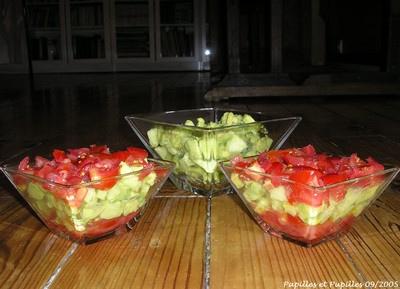Millefeuilles de tomates, pommes et avocats