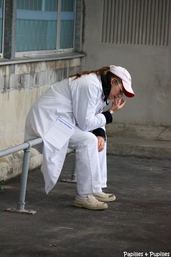 Rungis - Triperie - femme fumant une cigarette