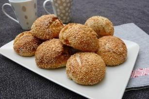 Petits pains au sésame et aux abricots secs