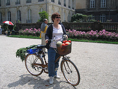 Anne Lataillade à bicyclette