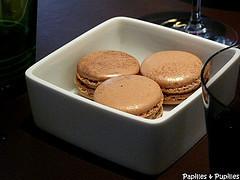 Macarons marrons cassis Hélène Darroze